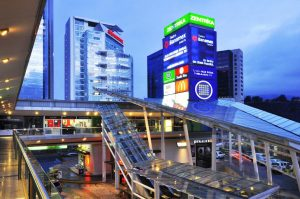 ¿Cómo elegir el centro comercial adecuado para una campaña publicitaria?