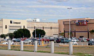 Sanitizan y controlan el acceso de centros comerciales de Altacia y Plaza mayor por reapertura