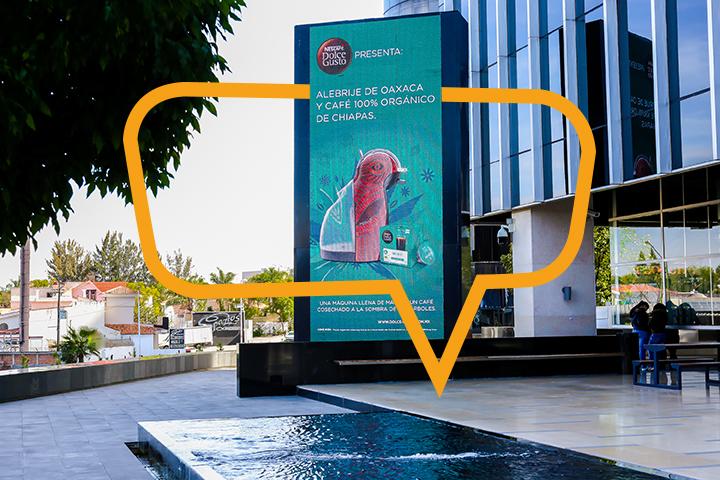 Publicidad en Plaza Andares. Torre digital