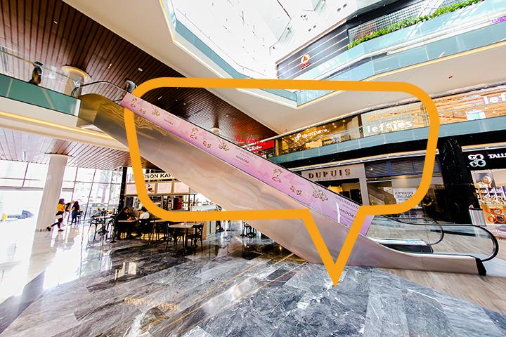Publicidad en Fashion Drive Monterrey, escaleras electricas