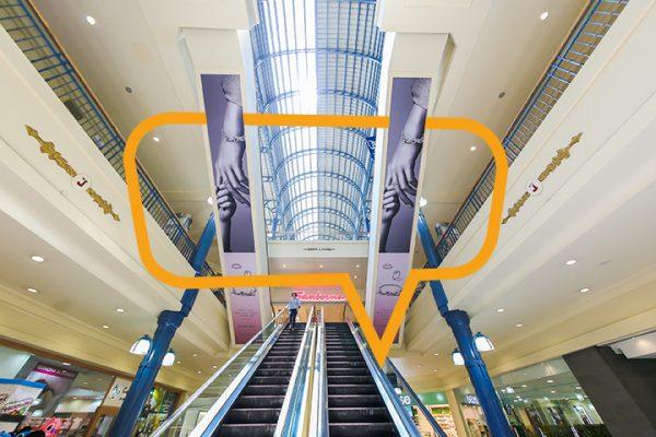 Publicidad en Galerías Insurgentes Antepecho en escalera
