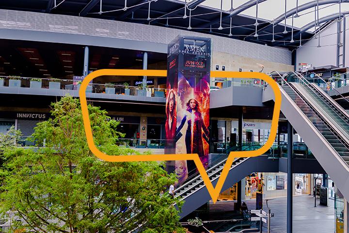 Publicidad en Paseo La Fe, elevadores X Men