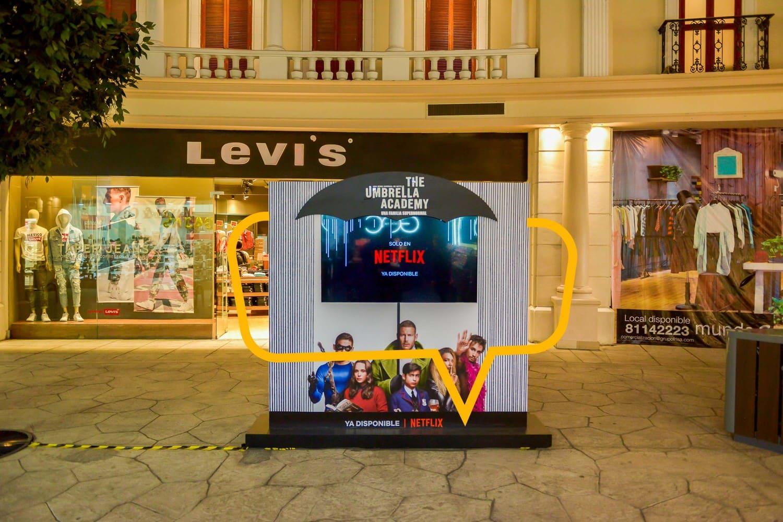 Publicidad en Mundo E. Mampara con LED
